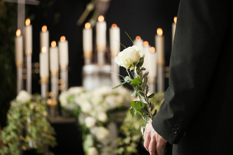 Как проводить человека в последний путь по православному обряду